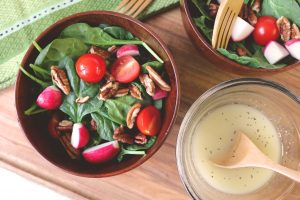 Spinach and Pecan Salad with Lemon Vinaigrette